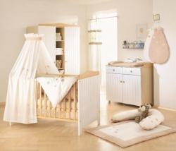 <p><em><strong>Детская комната для новорожденной девочки в постельный тонах.</strong></em></p>