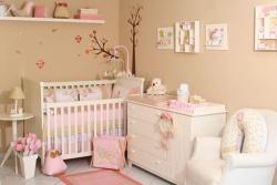 Дизайн комнаты для новорожденных. Ремонт комнаты в розовых тонах.