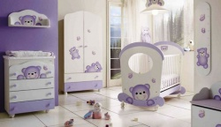 <p><strong><em>Детская комната в светлый тонах для мальчика. Мебель с мишутками.</em></strong></p>