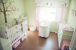 <p><em><strong>Светлая детская комната для новорожденного.</strong> <strong>Ремонт и отделка.</strong></em></p>