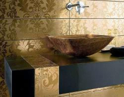Отделка ванной комнаты кафелем. Цвет золота. Ремонт и отделка ванной.