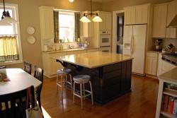 <p><em><strong>Дизайн гостиной совмещенной со столовой. Ремонт и отделка.</strong></em></p>