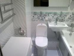 <p>Ремонт ванны в хрущевки совмещенной с туалетом</p>