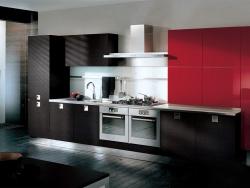 <p><em><strong>Ремонт и отделка кухни: дизайн кухни. Сочетание черного с красным.</strong></em></p>