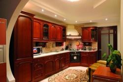 <p><em><strong>Ремонт и отделка кухни: дизайн уютной кухни в теплых тонах.</strong></em></p>