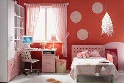 <p><em><strong>Ремонт детской комнаты для девочки: уютно, светло и спокойно.</strong></em></p>
