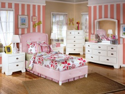 <p><em><strong>Современная детская комната для девочки. Ремонт и отделка детской.</strong></em></p>